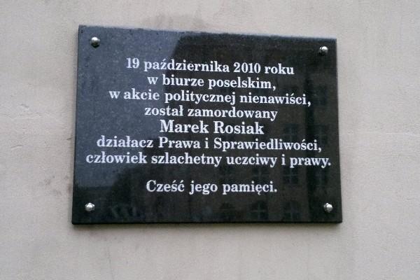 Tablica upamiętniająca śmierć Marka Rosiaka