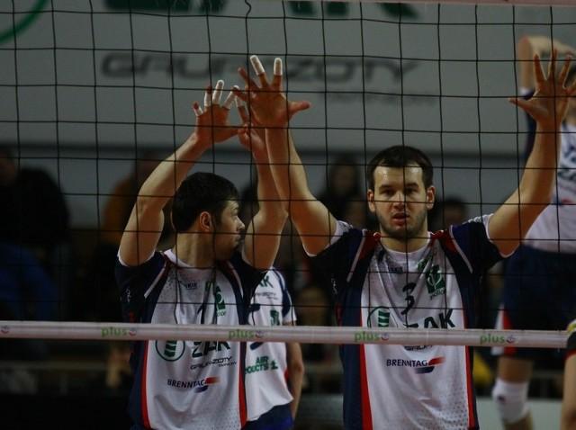 Dominik Witczak (z prawej): - Po ostatnich wygranych poprawiły się nastroje w ekipie,ale nie możemy popadać w zbyt duży optymizm.