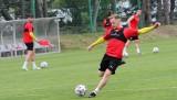 Korona Kielce pracuje nad rozgrywaniem piłki i wykańczaniem akcji. Zobaczcie kto uczestniczył w treningu [DUŻO ZDJĘĆ]