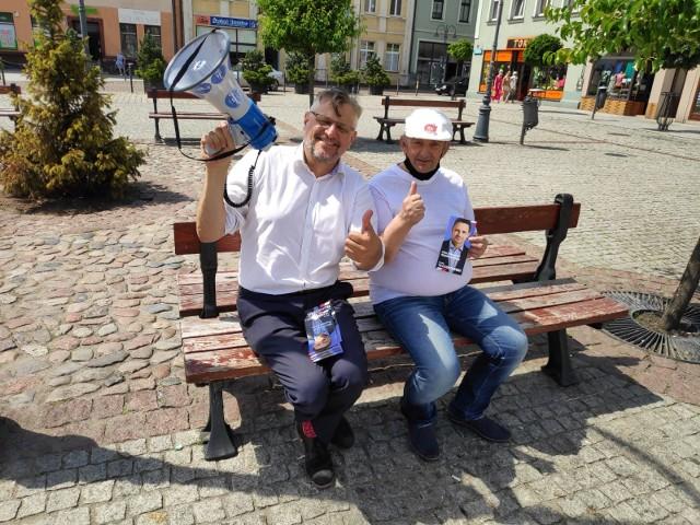 Poseł Tomasz Lenz rozmawiał z mieszkańcami Wąbrzeźna. Zachęcał ich do głosowania w najbliższą niedzielę na Rafała Trzaskowskiego
