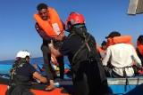 Trwa dramat imigrantów z Afryki Północnej, głównie z Tunezji. Na włoskiej wyspie Lampedusa liczba uciekinierów przekroczyła tysiąc osób
