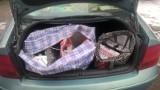 Nielegalne papierosy prosto z bagażnika [ZDJĘCIA]