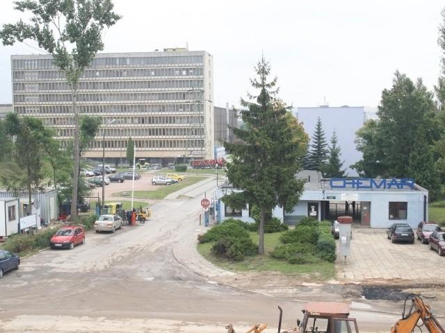 Chemar ma 60 lat. Zobacz co dziś zostało z dawnej potęgi  Chemar od lat 50. ubiegłego wieku z roku na rok rozrastał się i poszerzał swoją działalność przy ulicy Olszewskiego w Kielcach. Dziś, po podzieleniu na spółki, niemal w całości jest w rękach zagranicznych właścicieli.