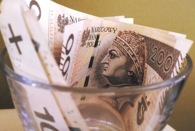 """Zobacz wyliczenia pensji netto na podstawie oficjalnego rządowego kalkulatora. Uwzględnia on już zmiany podatkowe, które mają być wprowadzone w ramach programu """"Nowy Ład"""". Na kolejnych grafikach zamieszczamy kwoty netto dla wypłat od 3010 brutto (tyle od 2022 roku będzie wynosiła minimalna pensja).Przejdź dalej, by sprawdzić wyliczenia ▶▶"""