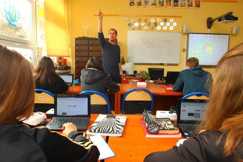 Ok. 340 laptopów  potrzebowałyby  słupskie szkoły samorządowe, aby wszyscy uczniowie mogli uczyć się na odległość