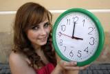 Zmiana czasu na zimowy w 2020 roku. W nocy z soboty na niedzielę przestawiamy zegarki i śpimy o godzinę dłużej!