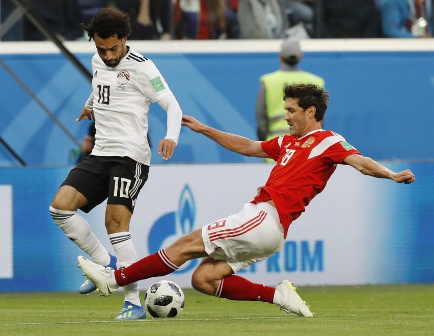 Salah (z lewej) strzelił gola, ale tylko honorowego