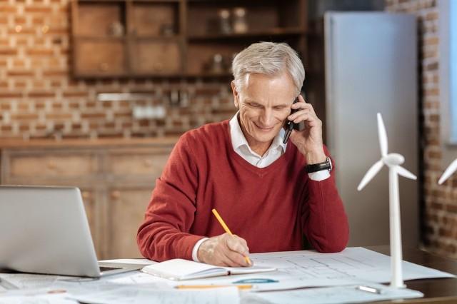 Po nabyciu prawa do emerytury można pracować lub nadal prowadzić działalność gospodarczą
