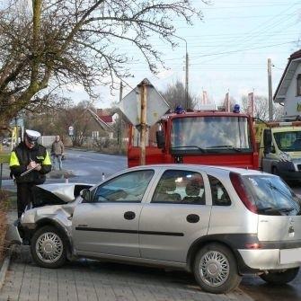 Samochody zostały zniszczone. Na szczęście uczestnicy nie ponieśli poważniejszych obrazeń.