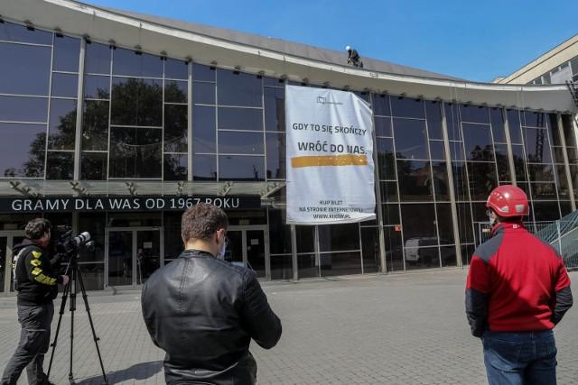 """""""Gdy to się skończ, wróć do nas"""" - to prośba, jaką kieruje Kino Kijów do swoich widzów"""