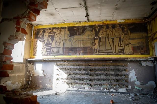 Centrum przesiadkowe Opole Główne. Miasto ma już ekspertyzę dotyczącą malowidła ściennego odkrytego w poczekalni dworca PKS. Rozbiórkę budynku wstrzymano.