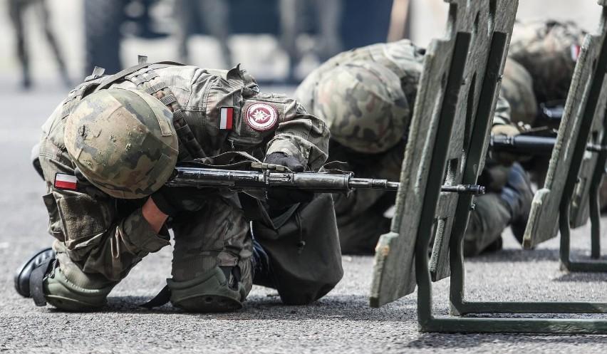 O pozycji kobiet w wojsku z Małgorzatą Fuszarą rozmawiał...