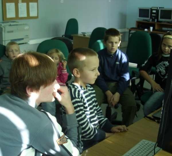 - Uczymy się, jak robić profesjonalną stronę internetową o naszej wiosce - mówią uczestnicy warsztatów
