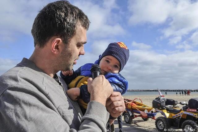 Ponad 260 osób, nie zważając na niezbyt wysoką o tej porze roku temperaturę wody, wzięło udział w charytatywnej akcji na rzecz małego Alka z Sopotu