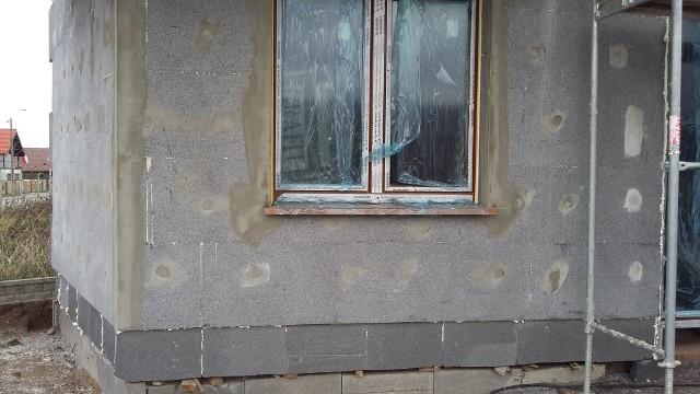 Dom w budowieDecydując się na projekt domu warto zastanowić się nad energochłonnością budynku.