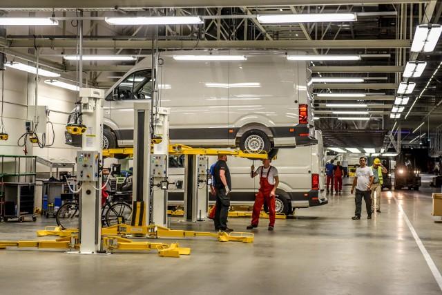 Na razie nie wiadomo, jakie wynagrodzenia otrzymają pracownicy za okres przestoju. Trwają rozmowy związkowców z przedstawicielami Volkswagen Poznań.