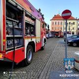Trzy wozy strażackie w Kożuchowie na Rynku. Niewiele brakowało do tragedii