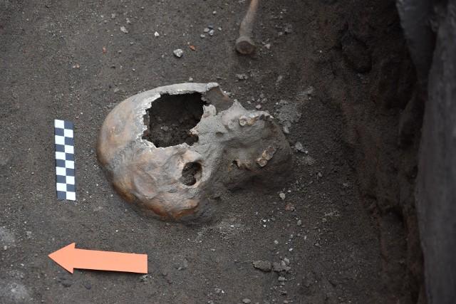 Badania prowadzone są przy dawnym klasztorze bernardynów. Odnaleziono szczątki ludzkie oraz fragmenty murów sprzed wieków