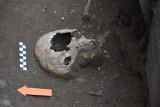 Tarnów. Zagadkowe groby przy klasztorze bernardynów. Czy odnaleziono szczątki biskupa Duvalla?