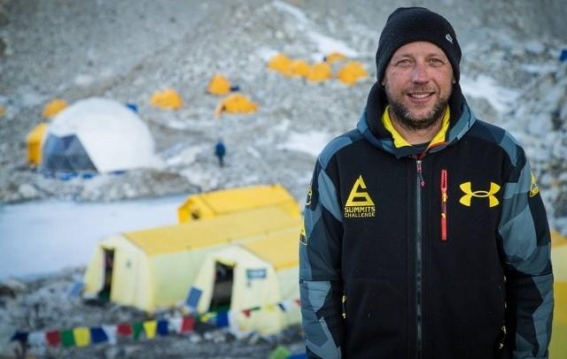 – Podbiegłem do skały i rozciągnąłem się za nią plackiem, dzięki temu przeżyłem – mówi Paweł Michalski, łódzki himalaista.