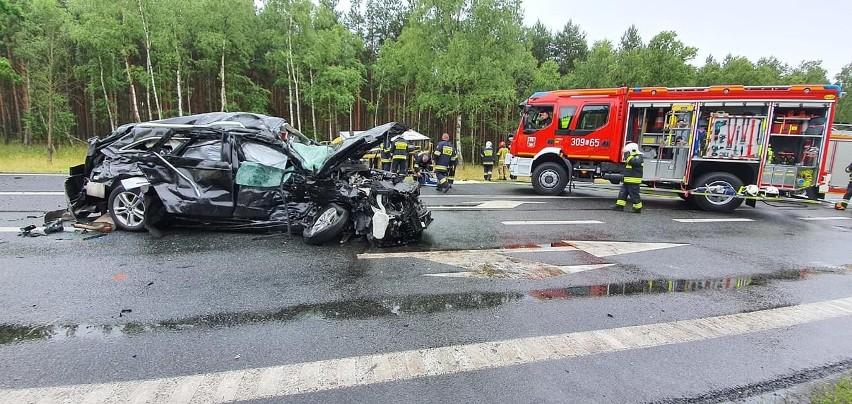 Zderzenie aut na DK nr 10 w rejonie Solca Kujawskiego, długi...