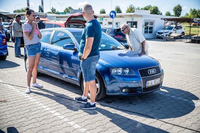 Jedną z przyczyn, dla których klienci chętnie sięgają po samochody używane zamiast nowych, jest istotna różnica w cenie pojazdów.