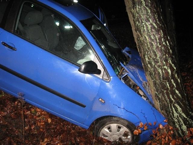 Jeden z rozbitych samochodów.