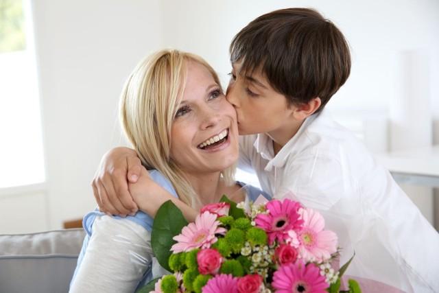 Dzień Matki: Życzenia SMS, wierszyki, kartki, łańcuszki sms 26.05.2018. Najpiękniejsze życzenia dla mamy