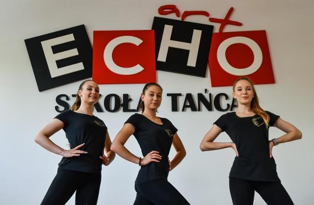 """Bydgoskie tancerki Natalia Rycharska, Julia Prekop, Wiktoria  zatańczyły w teledysku do utworu zespołu """"Szulerzy""""."""