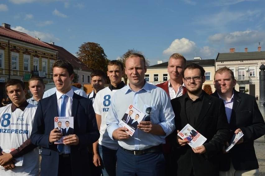 Od lewej: Łukasz Rzepecki i Marcin Mastalerek podczas kampanii w 2015 r. Teraz obaj doradzają prezydentowi RP