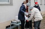 Mieszkanka Nowego Portu rozdawała obiady potrzebującym. Wraz ze znajomymi ugotowała kilkaset porcji bigosu i żurku