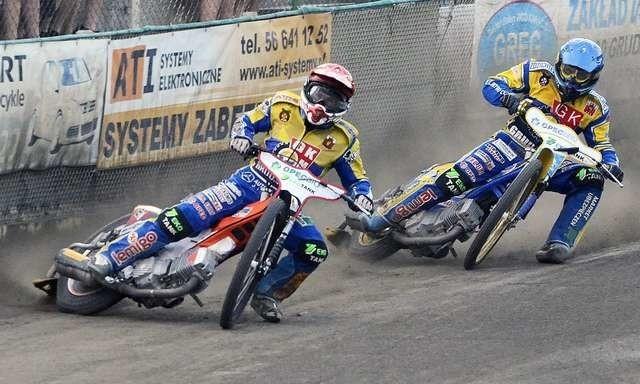 Sebastian Ułamek (w kasku czerwonym) i Daniel Jeleniewski (kask niebieski) pojadą w Bydgoszczy w derbach. Do meczu przygotowują się indywidualnie