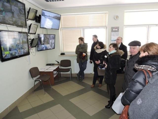 A oto serce zakładu, czyli wartownia - centrum dowodzenia z monitoringiem. Na jej zwiedzaniu zakończyła się wycieczka po więzieniu w Przytułach Starych