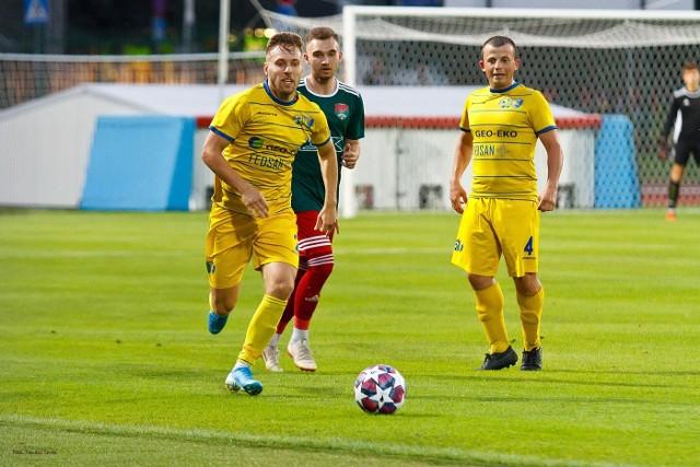 Sporo działo się w meczu 2 kolejki piłkarskiej 4 ligi podkarpackiej pomiędzy Ekoballem Stalą Sanok i Sokołem Nisko. Padło łącznie 6 goli, a sędzia tego meczu pokazał 3 czerwone kartki. Czytaj więcej: Ekoball Stal Sanok - Sokół Nisko 3:3 [RELACJA]