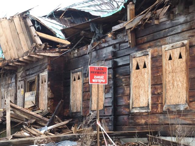 Dwór w Raciechowicach po katastrofie budowlanej
