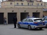 Chełmno. Policjanci oddali hołd zmarłemu koledze z Raciborza, ale nie wpuścili reportera. Zdjęcia