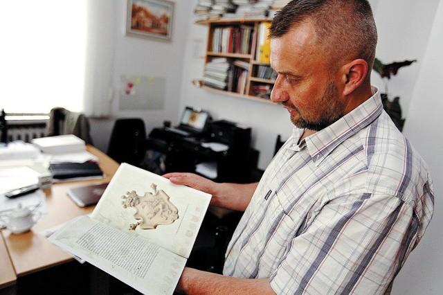 Marek Kietliński zaprasza na wystawę białostockich herbów. Po raz pierwszy będzie prezentowany najstarszy z nich - z jeleniem.
