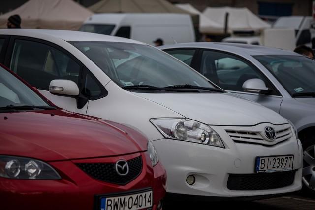 W Polsce dokonywanych jest każdego roku około 2,5 mln transakcji kupna - sprzedaży samochodów używanych. Okazuje się jednak, że kupujący coraz częściej wyrażają wątpliwości co do uczciwości sprzedających