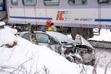 Poronin. Wypadek na torach. Samochód wjechał pod pociąg pospieszny jadący do Zakopanego  [ZDJĘCIA]