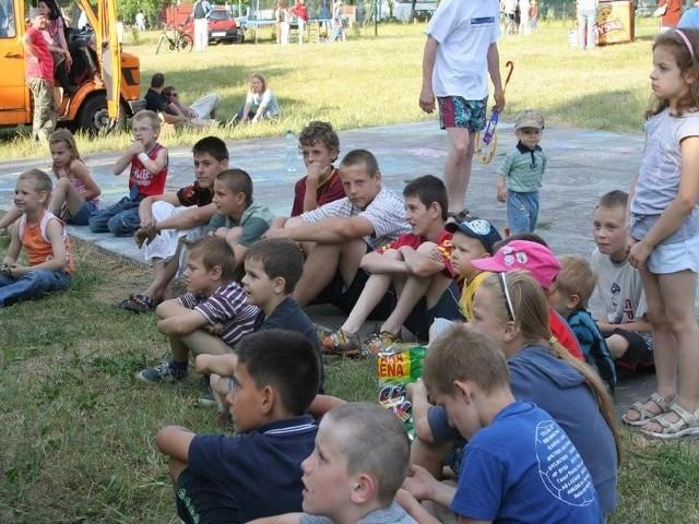 Przed rokiem na Nocy Świętojańskiej bawiła się duża grupa dzieci