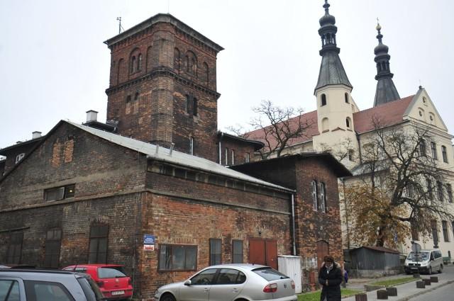 Prezydent Krakowa przygotował projekt uchwały dotyczący przekazania terenów Wesołej gminnej spółce Agencji Rozwoju Miasta Krakowa. Część radnych ma duże wątpliwości i przekonuje, że nie będzie to odpowiednie rozwiązanie.