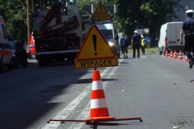 W piątek rano w Polanowie na ulicy Koszalińskiej nietrzeźwy kierowca potrącił motocyklistę. Młody mężczyzna nie żyje.