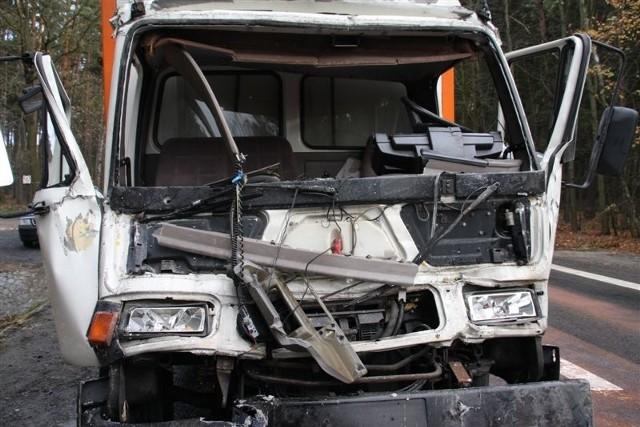 Na trasie Opole-Prudnik w okolicach Smolarni ciezarowy DAF najechal na ciezarową Scanie. Kierowca DAF-a zginąl w wypadku.
