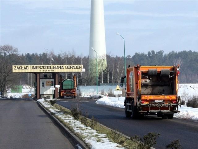 W Ustce stawki za wywóz śmieci będą wyższePrezes usteckiego ZGK narzeka ceny na wysypisku w Bierkowie (właścicielem jest słupskie PGK), które podniosło ceny.