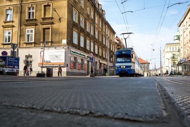 Zarząd Dróg Miasta Krakowa naliczył 28 mln zł kary za prace związane z przebudową ul. Krakowskiej, która zakończyła się wiele miesięcy po terminie, a prace nie zostały wykonane tak, jak tego oczekiwano.