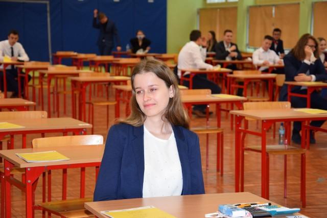 Dziś (9.6.2020) drugi dzień matury. Tym razem zdający mierzą się z matematyką na poziomie podstawowym. Tak wyglądał egzamin w opolskich szkołach.