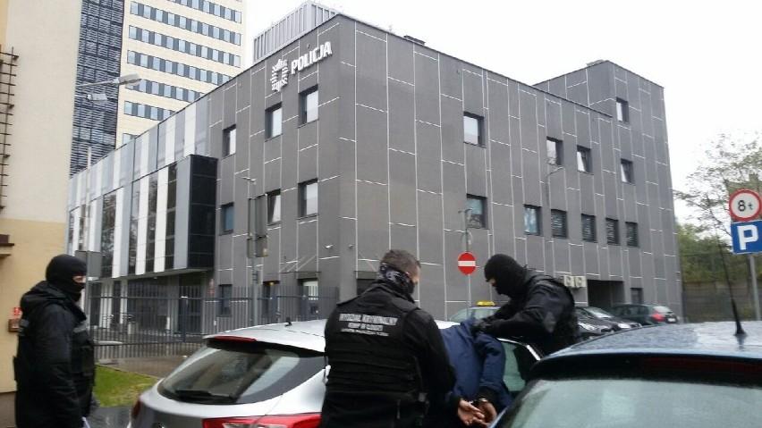 Gruzin i Białorusinka doprowadzeni do prokuratury, gdzie...