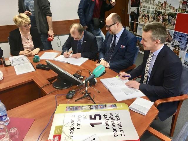 Dziś bydgoskie zakłady PESA podpisały umowę na produkcje 15 tramwajów dla Gdańska.