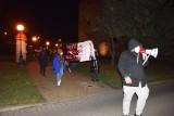 Strajk kobiet w Wieluniu. Demonstranci spacerowali w okolicach centrum miasta ZDJĘCIA