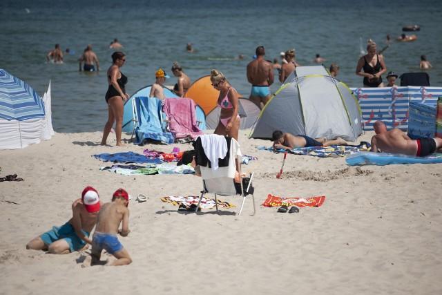 Pierwsze tygodnie wakacji upływają przede wszystkim pod znakiem pięknej i słonecznej pogody. Miejscem, do którego co roku przyjeżdża wielu turystów z pewnością jest Jarosławiec, który przyciąga nie tylko największą w Europie sztuczną plażą.Jakie fotografie możemy znaleźć na instagramie pod hasztagiem #jarosławiec? Zobaczcie! >>>